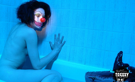 Toxxxy in blue strange clown in the shower