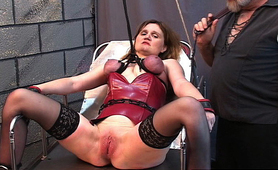 Fetish slave gets her tits turn red