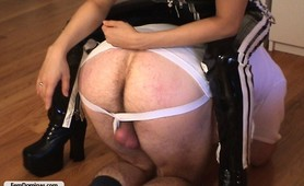 Male slave punish by amateur asian domina