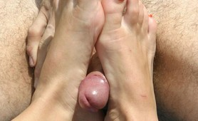 Kinky feet loving couple in the pool