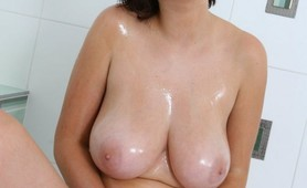 Super hot busty amateur in the shower
