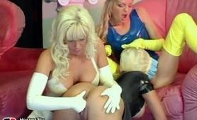 Fantastic lesbian fingering action