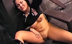 Pain vixen gets rat traps in her tits