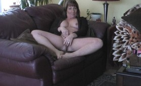 Mature housewife eating Jizz