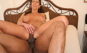 Amateur wife gets creampie from black guy