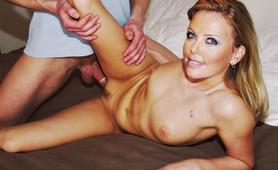 Sex goddess Charlize Theron naked snaps