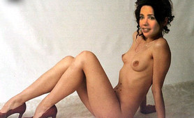 Janeane Garofalo flaunts her great tits and pussy