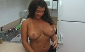 Hot Housewife shows her dick sucking skills