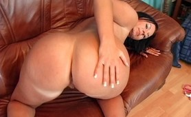 Amateur brunette Milf banged hard and cumblasted in her big round ass