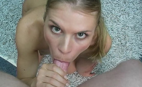 Kelly is a blonde who loves to polish a knob on her knees