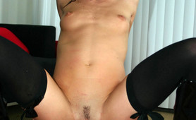 Legendary porn cutie Taylor Rain gets messy facial