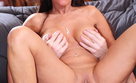 Gaping ass housewife fucked anal creampie