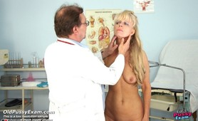 Anezka visits gyno doctor for her regular gyno pussy checkup