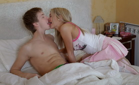 Teen lets huge dick inside her anus