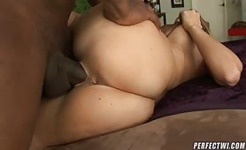 This mature bitch loves to suck and fuck! And today, her old wet pussy is taking a huge black dick! Let's see how an experienced woman work it out!