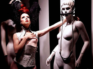 The absolute stillness of the mannequins provide great framing for the languid movements of the uber-sexy Miss